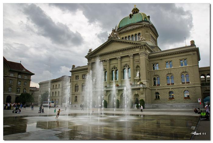 Xiquets jugant front al Parlament