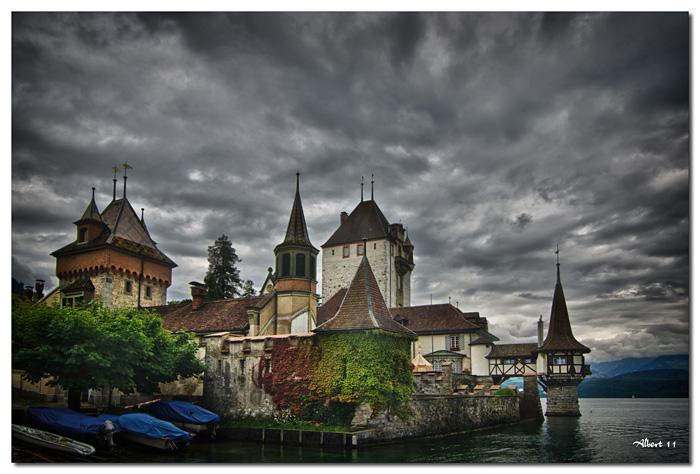 Vista del castell des del llac
