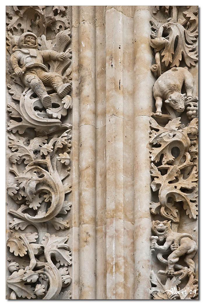 Detall de la porta de la Catedral Nova